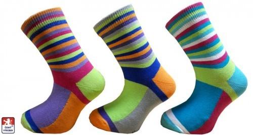 62e276d601f Dětské ponožky pestré pruhy PONDY.CZ 25-37